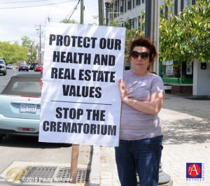 BA4_8370protecthelathsignprotester