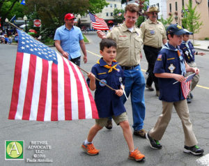 BA146_0356cubscoutlargeflag