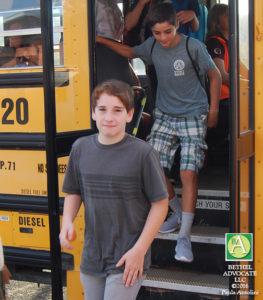BA22_0131BMSboyoffbus